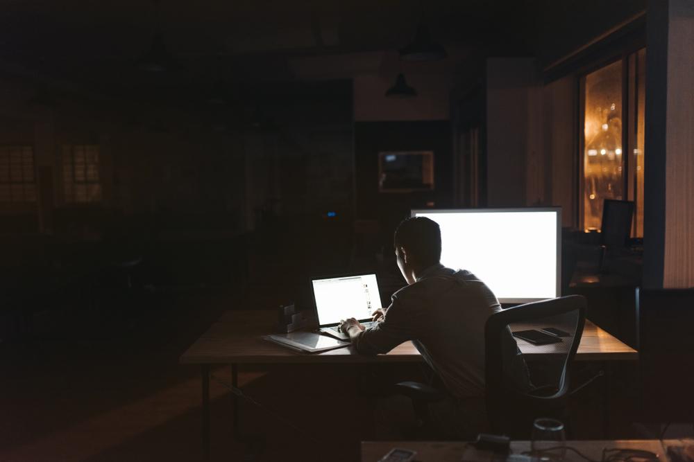 夜中のオフィス