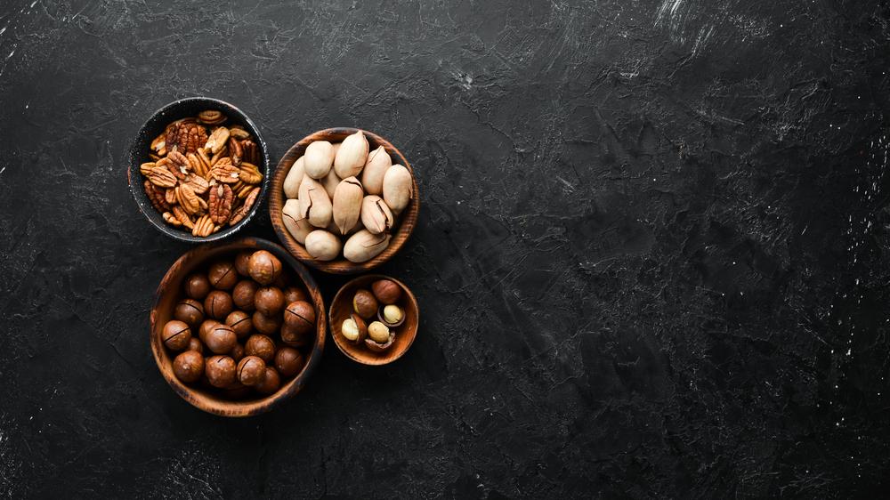 いろいろな種類のナッツ
