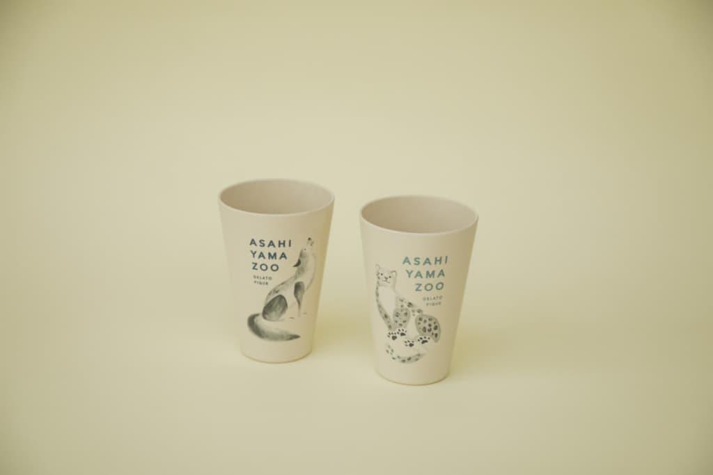 """エコカップ各種 ¥1,100 (シンリンオオカミ/ユキヒョウ/ゴマフアザラシ※) プラスチックに代わる素材として注目される、竹由来のエコ素材""""バンブーファイバー""""を使用しました。 ※ゴマフアザラシ柄は旭山動物園・gelato pique札幌大丸限定で販売いたします"""