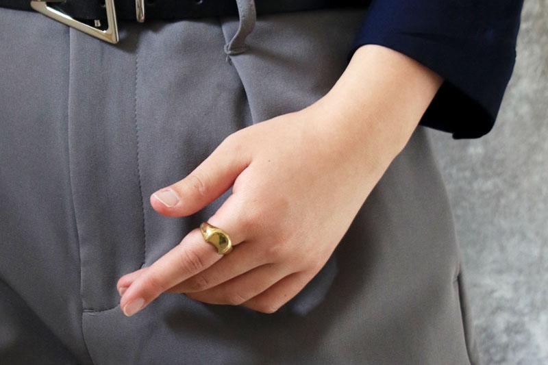 「NECOREPA/」の男女を問わない洗練されたデザインは、手元の印象を格上げしてくれること間違いなしです。