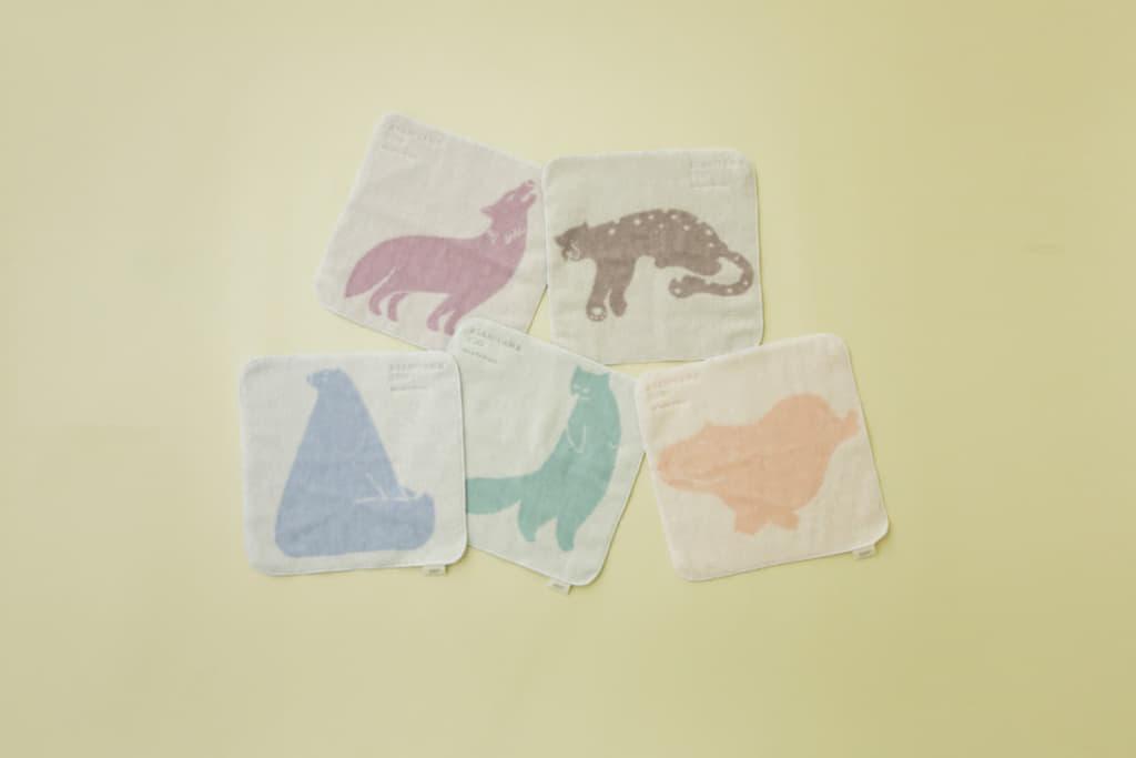 ジャガードハンドタオル各種 ¥1,320 (ホッキョクグマ/ユキヒョウ/エゾクロテン/シンリンオオカミ/カバ/ゴマフアザラシ※) ※ゴマフアザラシ柄は旭山動物園・gelato pique札幌大丸限定で販売いたします。